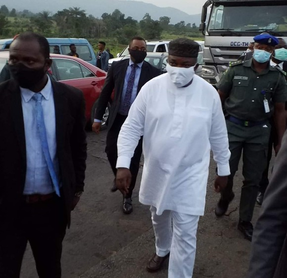 Ugwuanyi Monitors COVID-19 Lockdown Compliance at Enugu-Abia Boundary