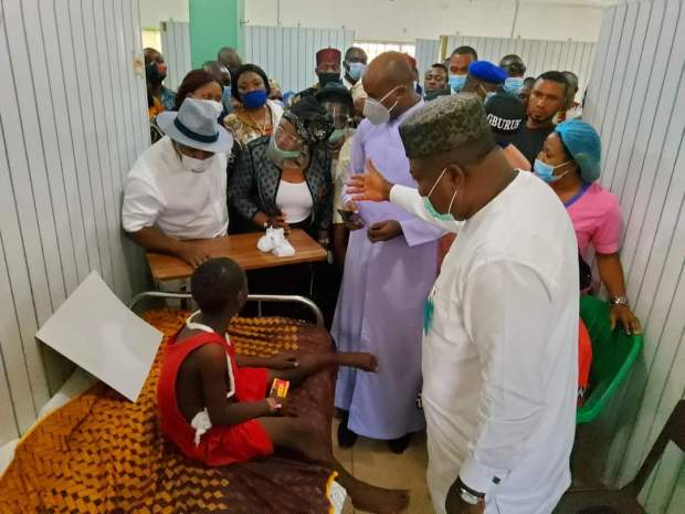 Gov. Ugwuanyi, Other Igbo Leaders, Youths, Visit School Children Involved in Accident