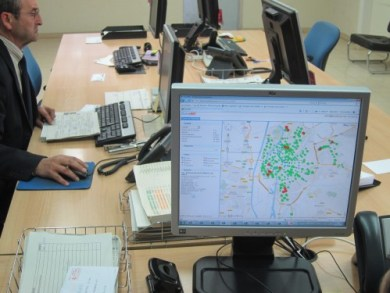Real time surveilance for bikesharing stations in deficit of bikes.