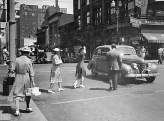 mpls people street scene 40s