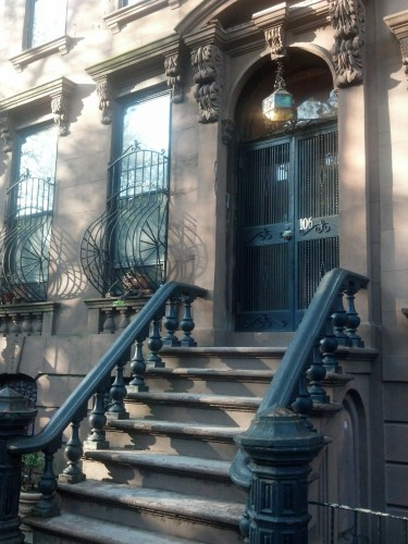 Image of New York City brownstone stoop