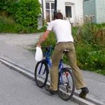 Photo of man on bicycle using Dutch trampe lift to go uphill