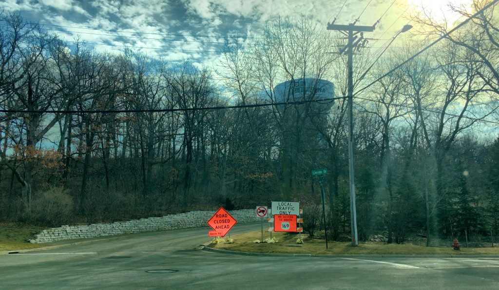 The entrance to the Parkwood Knolls neighborhood from the north.