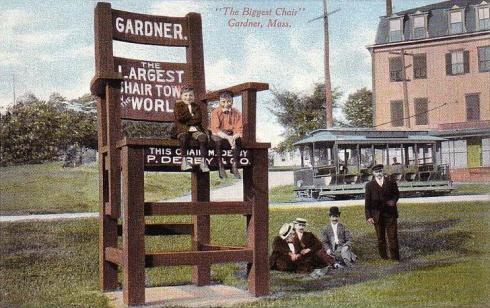 Biggest_Chair,_Gardner,_MA