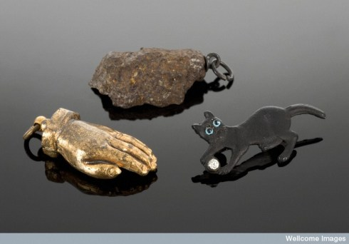 L0057378 Amulet brooch in the shape of a black cat, England, 1914-191