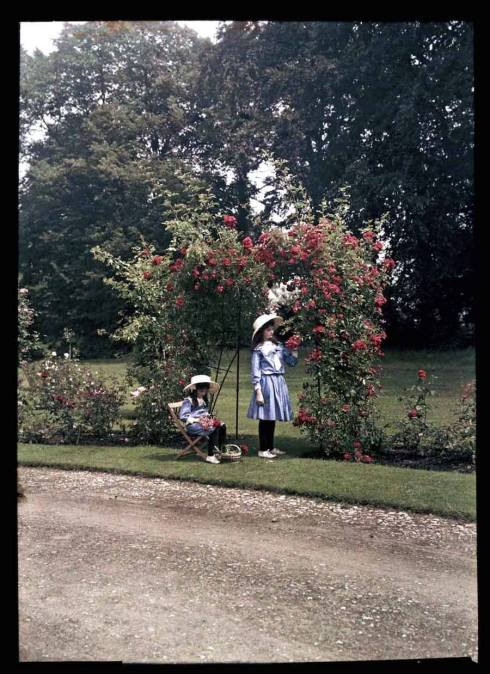 Garden Etheldra-Laing-autochrome-rose-arch Iris and Janet Laing 1910