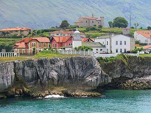 es: El faro del Puerto de Llanes en Asturias (...