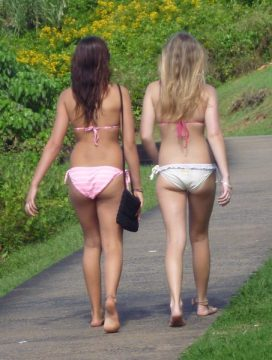 Aussie Bikini Girls as found in Street Talk Savvy blogpost Eye Candy Tourism