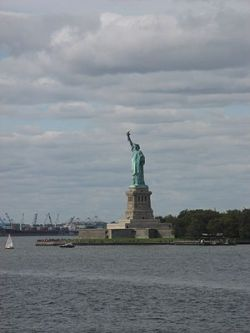 English: statue of liberty from staten island ...
