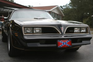 """7.Nothing finishes off an SE """"Bandit"""" like a rebel flag front plate. Of course, you might not get away with it in California or New York, but in Oklahoma, its par for the course."""