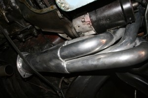 8.The driver side header had its own issues. The stock-style starter fits, but touches the header. This is a bad idea, the starter is not going to last long with this much heat running through it.
