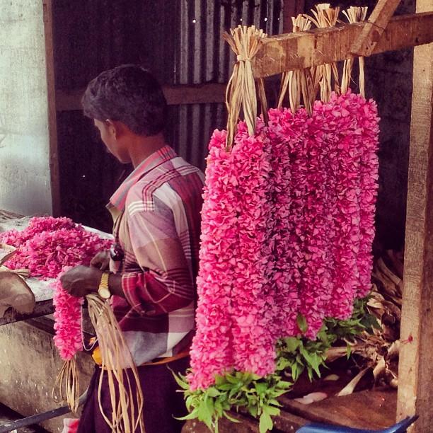 Marudhamalai temple - streettrotter - flower seller