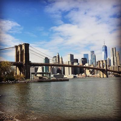 Brooklyn Bridge visto desde DUMBO en un tour a pie
