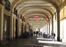 Arkaden an der Piazza Cavour