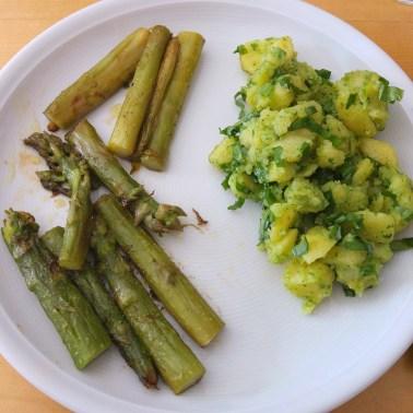 gebratener grüner Spargel mit Bärlauchkartoffeln