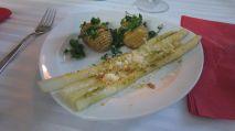 Spargel mit Bärlauchpesto und Fächerkartoffeln