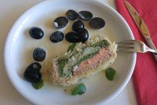 Vorspeise 1: Weinkrautwickel mit zweierlei Fischmousse und -filets und Trauben