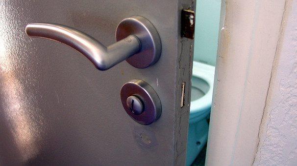 Cropped Wc Toilette Klo V Img L Dc E F Dd C A D Af B F .jpg