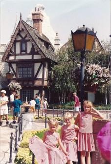 Elisia Heidi Erica Fantasyland Disneyland 1992 (2)