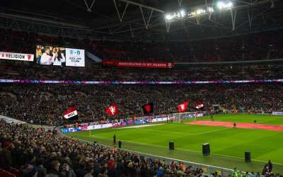 Manchester United fans aim to turn Wembley red