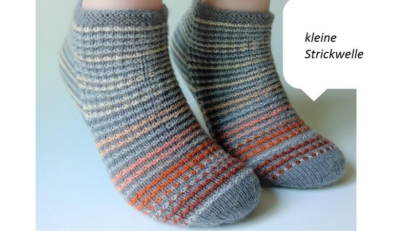 Strickabenteuer kleine-Strickwelle Socken handgestrickt