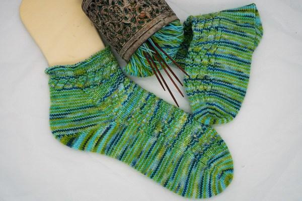 Socken stricken Strickmuster Luftig gerippt gestrickt von strickabenteuer.de