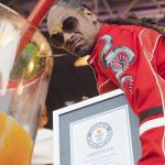 SNOOP DOGG SMASHES WORLD RECORD FOR LARGEST GIN & JUICE COCKTAIL
