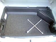 フロアマット下に設置(床振動吸収)