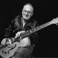 "Les Paul and his ""Log Guitar"" - History of the Guitar"
