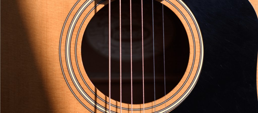 Phosphor Bronze vs 80/20 Bronze: Acoustic Guitar String Types Explained