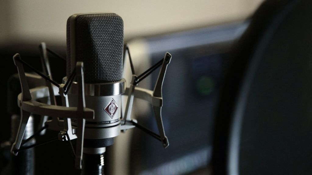 Neumann Microphone for recording electric guitar