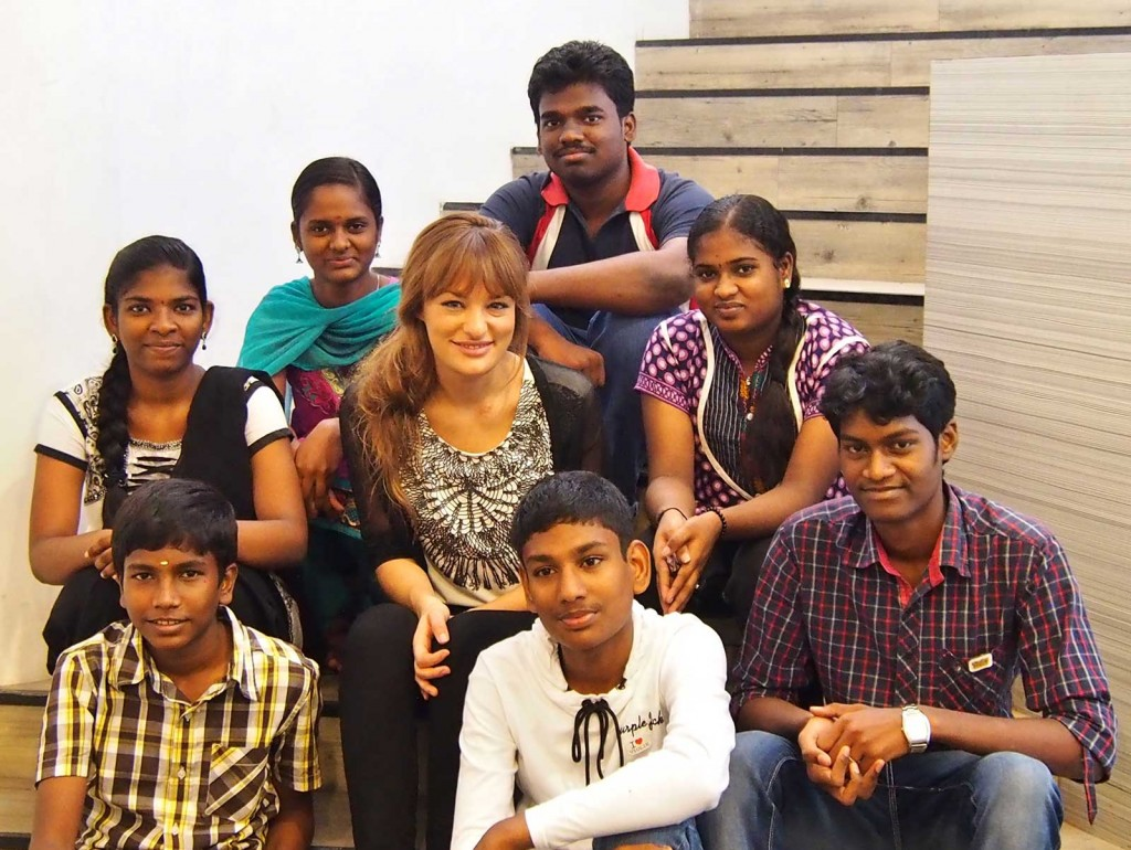 Nicola-Benedetti-with-young-string-players-from-A-R-Rahman's-Sunshine-Orchestra-of-KM-College-of-Music-and-Technology-1-(c)-Helen-Taylor