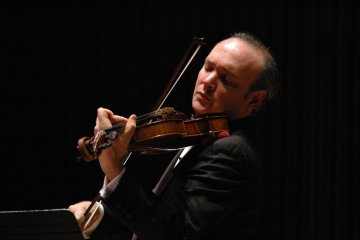 Violist Paul Neubauer debuts with Chicago Symphony