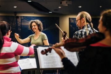 Victoria Gau conducting the Takoma Ensemble