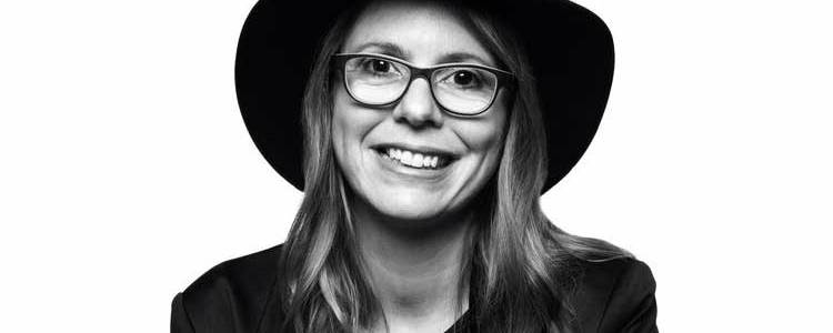 composer anna clyne close up