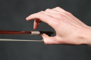 violin and viola bow hold hand shape example 4