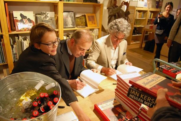 Erik Varekamp (midden) en Mick Peet (rechts) bij de presentatie van De Kennedy Files.