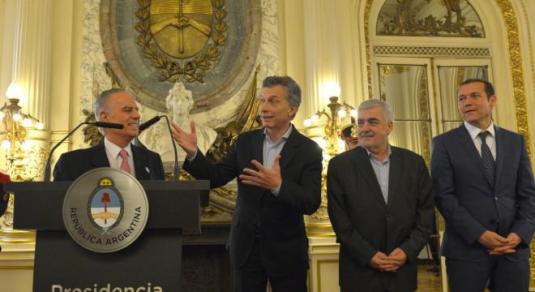 Alejandro Bulgheroni y Mauricio Macri en la Casa Rosada
