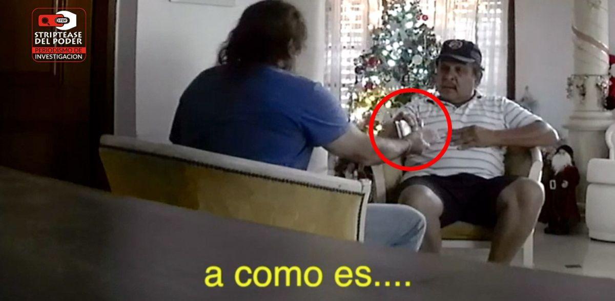 Video exclusivo: el padre de Hak, ex secretario de  Seguridad de Córdoba, cobrando coimas al dueño de Rapoza