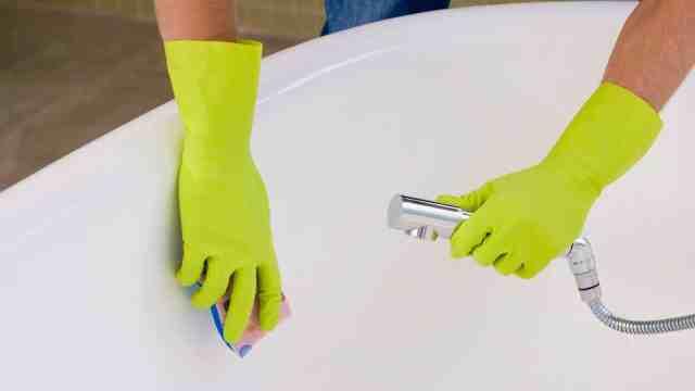 чистка эмалированной ванны