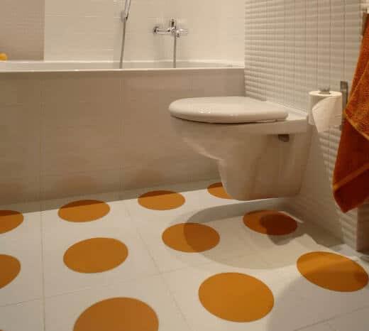 Отделка ванной комнаты линолеумом
