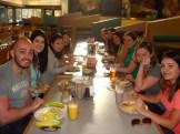 (28/08) Café da manhã no Plaza Café - todo o grupo reunido, se preparando para a primeira aula