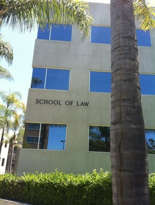 (27/jul) Foto da escola de Direito