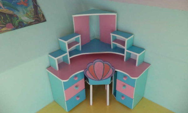 Corner íróasztal a baba ....