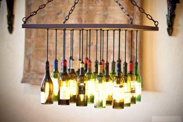 فقط نوشیدنی ها و گرافیک های منحصر به فرد برای یک لامپ سقف شیک آماده