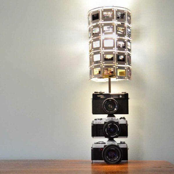 اسلایدها و دوربین های قدیمی وجود دارد؟ یک لامپ منحصر به فرد برای یک عکاس ایجاد کنید!