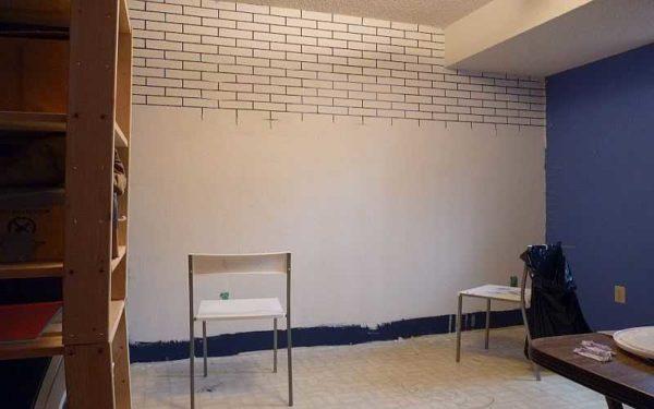 Процесс подготовки стены - тщательный подход: сначала делают разметку