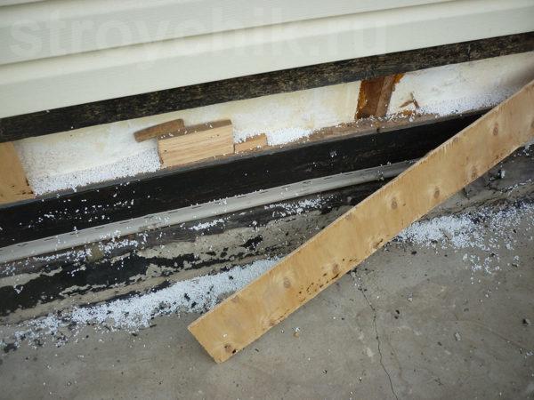 İnşaat yapıldığında, örtüşme uçları bir tahta ile kapatılmamıştır. Uzun mesafelerin olduğu arasında yer alan kontrplak parçaları