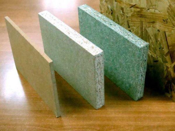 Un des matériaux de matériaux de construction de feuilles peu coûteux ressemble à ceci