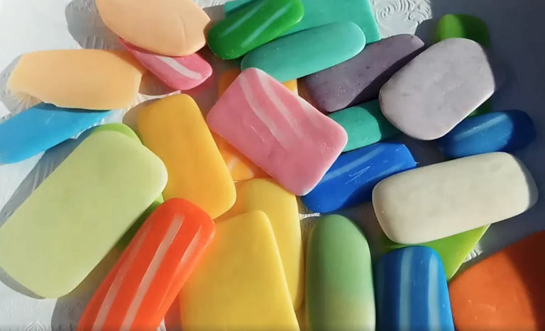 Colored kneaders will quickly make a beautiful soap at home